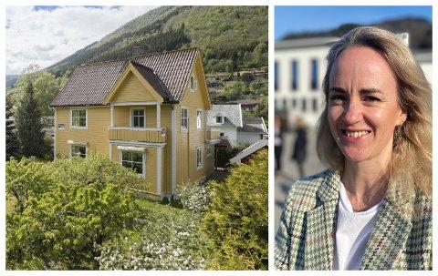 I VILLASTRØKET: Dette huset i Vik har fått ny eigar. Stine Thue, i Eigedomsmekling Sogn og Fjordane seier at salsprisen på under tre millionar kroner ikkje var uventa.