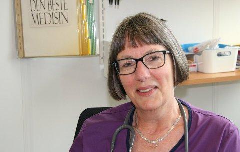 BIVIRKNINGER: Smittevernoverlege Anja de Jong synes ikke at foreldre skal la seg skremme av mulige vaksine-bivirkninger når barn og unge står for tur til å få korona-vaksine. Arkivfoto