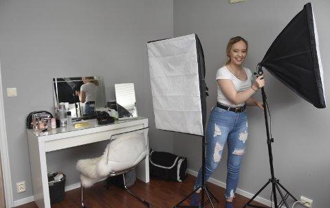 41.000 følgere: Videoene Sara Høydahl lager fra rommet sitt sees av mellom 30.000-100.000 skandinaver. Likevel liker hun ikke å tenke på seg selv som en kjendis. – Jeg synes ordet er skikkelig teit. foto: emma Huisman Moskvil