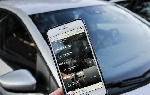Strømming via smarttelefon kan erstatte dab+ i bil. Og antallet stasjoner tilgjengelig er nesten uendelig. (Foto: Asbjørn Olav Lien)