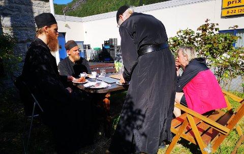 Helen Løvseth (bildet) og Inger Anne Kiste glemmer aldri besøket hos munkene på vei til Nordkapp. SE FLERE BILDER I RULLEN.