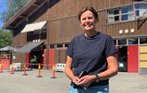 KAN FREMSKYNDE ALLE SOM VIL: Vaksinekoordinator i Skien kommune, Tone Matre Roe forteller at kommunen har kapasitet til å fremskynde andre vaksinedose for alle som ønsker det.