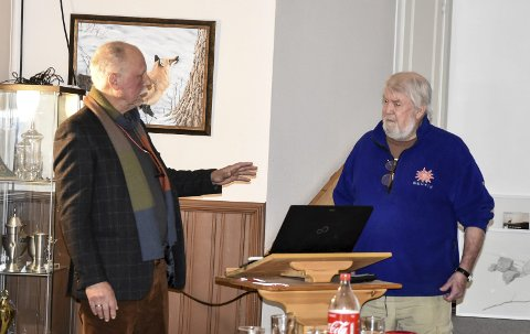 FISKEHISTORIE: Tore Hvål (t.h.) og Trond Andersson fortalte om fiske i Notodden for en del år tilbake.
