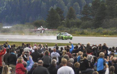 Det er ventet at 11 000 mennesker vil se Andreas Vaa konkurrere mot det svenske kampflyet Saab Viggen på søndag. (arkivbilde)