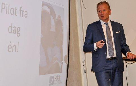 ORIENTERING: Tildigere i høst var Frode Granlund fra Pilot Flight Academyog orienterte formannskapet om framdriften.