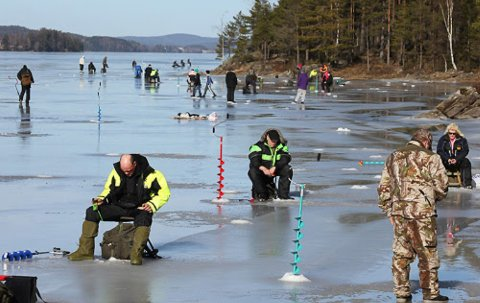 PILKING: Lørdag er det tredje og siste stopp for Pilkekarusellen 2020 i regi av Notodden jeger- og fiskeforening. Da er det sentrumsnært på Grotbek det skjer. Alle er velkommen til å prøve fiskelykken på isen.