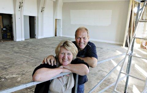 Nye omgivelser: Kjenner du deg igjen? Jorid kamsvåg og Erling Breik kan ønske velkommen til en «ny» og større storsal i Ynglingen.