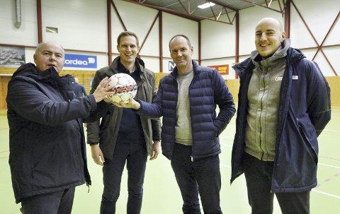 KLAR FOR KM: Rune Edøy (fra venstre), Henning Betten, Are Lervik og Andreas T. Hanssen gleder seg til neste helgs KM i futsal.FOTO: JOACHIM BORØCHSTEIN