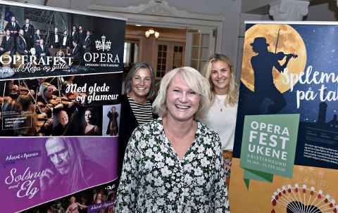 Operasjef Line Lønning Andresen presenterte onsdag sesongprogrammet, sammen med produsent Britt Westavik (bak fra venstre) og markedssjef Helene Elisabeth Backer.