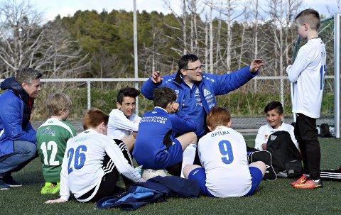 Ola Lyngvær har i en årrekke vært trener i fotball. Nå kan han bli årets grasrottrener i Norge.