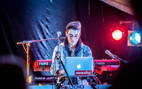 SOLODEBUT: Averøyingen August Nikolai Kristiansen Cancino slapp fredag sitt første soloalbum under navnet Cancino.