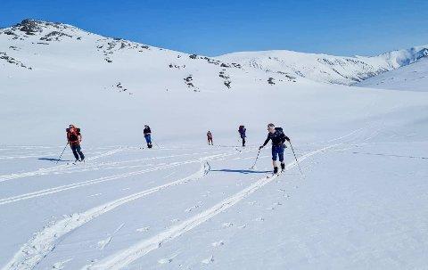Har du utstyr og ferdigheter til å komme deg godt opp i høyden, er det fremdeles flotte snøforhold på enkelte steder av Nordmøre.