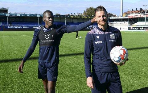 Ny kontrakt: Bendik Bye (til høyre) skrev fredag en ny ettårskontrakt med KBK. Både han og Moses Mawa gleder seg til lørdag kamp mot Haugesund og går for tre nye poeng på eget gress.