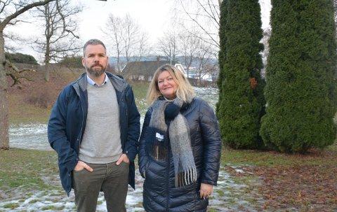 FEST I PARKEN: Håkon Haugan og Anne Berit Schmidt-Hanssen leder den alternative 17. maikomiteen som arrangerer feiringen av nasjonaldagen i Rosahaugparken.