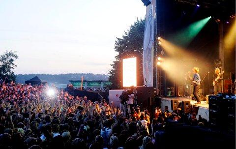 PLAY LOUDER: Det var tett foran Kongescenen da Bigbang spilte på Slottsfjell i 2009.