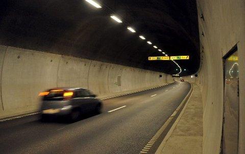 FAST PLASS: UP står stadig oppstilt i Frodeåstunnelen. Lørdag ble 18 førere stoppet. Foto: Per Gilding
