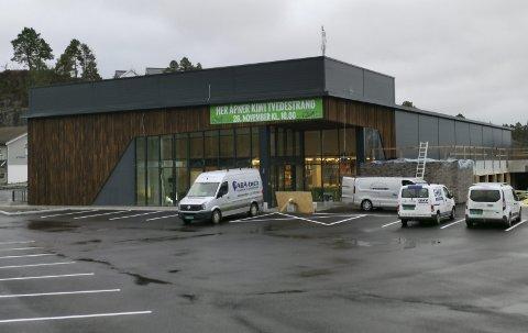 En uke til åpning: Torsdag 26. november åpner den nye Kiwi-butikken på Bergsmyr. Fredag stargter arbeidet med å fylle lokalet med dagligvarer. Foto: Frode Gustavsen