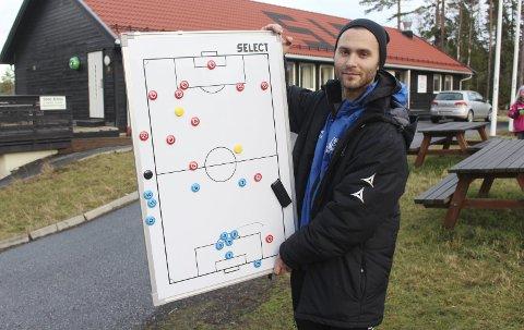 Taktikktavla: Christian Qvist Jacobsen ønsker at HSV skal spille en offensiv og morsom fotball. FOTO: MATTIAS MELLQUIST
