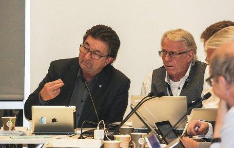 Kalddusj: Rådmann Geir Grimstad (t.v.) og stabssjef økonomi og styring, Arve Ruud, har en jobb å gjøre etter statsbudsjettet kuttet i kommunens inntekter.