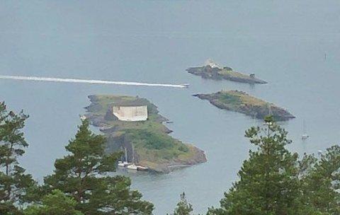 STEILENE: Den 40 fot lange trebåten hadde slitt seg fra Steilene. Brannvesenet rykket ut for å slepe båten tilbake. ARKIVFOTO: Steinar Knudsen