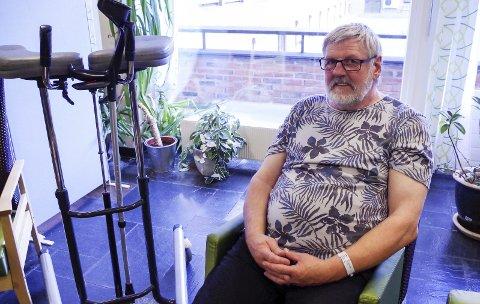 NYOPERERT: Arne Olsen har kommet helt fra Kirkenes til Tynset for hofteoperasjon. På togstasjonen ble det bråtravelt, da han og samboeren ikke rakk å komme seg av toget. Foto: Tonje Hovensjø Løkken