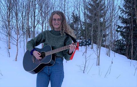 NY SINGEL: Den unge, lovende country-musikeren fra Ålen, Oda Trøen, er ute med ny låt.