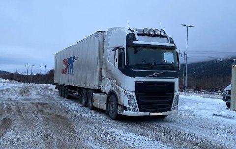 ULOVLIG: Ifølge Vegvesenet benyttet sjåføren av dette vogntoget et løyve for godstransport som ikke eksisterer.