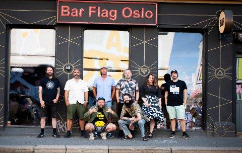 Dette er noen av de mange som står bak det nye utestedet Bar Flag i Maridalsveien. Bak fra venstre: Dan Marius Nordhagen, Johan Golden, Øystein Karlsen, Kenneth Simonsen, Eugenia Bucciol og Matt Thomas. Foran fra venstre: Ole Øvstedal og Ole Reksten.