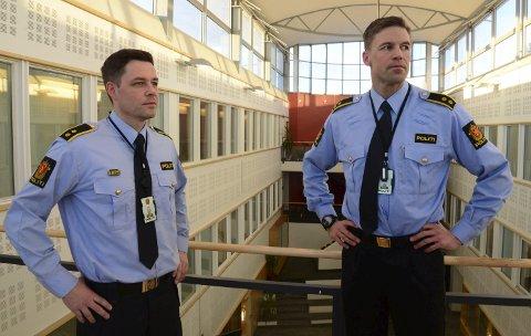 Krimsjef Knut Waldemar Solli (t.h.) og leder for U18-teamet i Bodø politistasjon, Thomas Thorshaug. Førstnevnte tror voldshendelsen snart er oppklart.