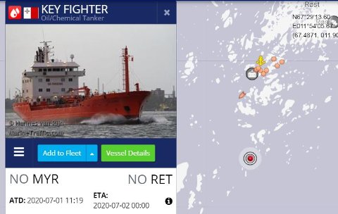 Key Fighter ligger sør av Røst.