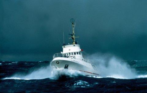 STØRST: «Sjøfareren» var lenge stasjonert i Egersund. Her kjemper den mot naturkreftene på havet.