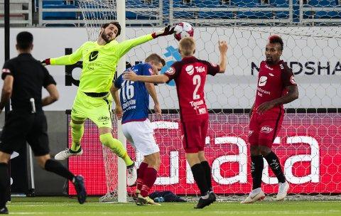 Samuel Sahin-Radlinger hadde en tung bortekamp mot Molde, og opplevelsen ble ikke bedre i 0-2-tapet mot Vålerenga. Brann er ikke serieleder i eliteserien mer. (Foto: Lise Åserud/NTB scanpix)