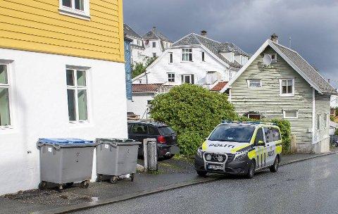 Politiet gjorde undersøkelser nær åstedet på Laksevåg 11. juli i fjor.