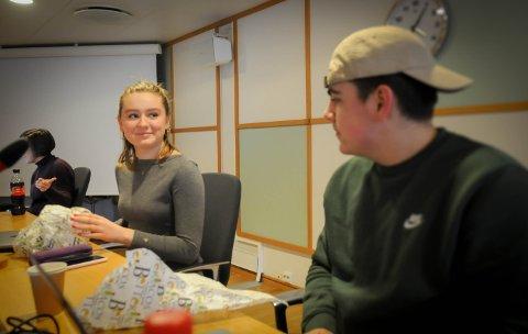 Ungdomsråd og nærbutikk: Maria Førsvoll er leder i Randaberg ungdomsråd og Sivert Stapnes Goa er nestleder snakket med da rådet diskuterte saken, som endte med at ungdommene anbefaler oppstart av planarbeid for nærbutikk.
