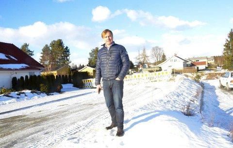 VIL IKKE BLI BRUKT: Adm. direktør Tor Christian Fagertun ved Vikersund Kurbad mener veiløsningen som er valgt ikke løser deres utfordringer for rask og sikker inn-og utkjøring.