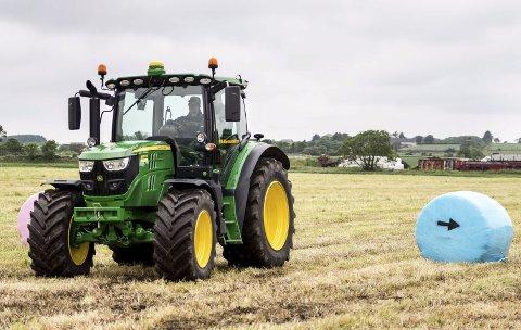 Greit eller ikke greit?: Skal bonden få kjøre seint og tidlig og på helligdager for å berge avlinga i godværsperiodene? Illustrasjonsfoto: NTB scanpix