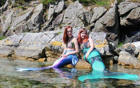 HAVFRUEMILJØ: Havfruemiljøet i Noreg er ikkje større enn at havfruene kjenner kvarandre. Her er Karoline Bu (t.v.) og Ann Kathrin R. Granhus frå Verdal i Trøndelag.