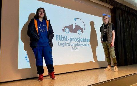 STOLTE ELEVER: Aslaug Angelina Løvbrekke og Linus Omdal Skandsen holdt begge presentasjon under fredagens fremføring av elbil-prosjektet på Lagråd ungdomsskole.