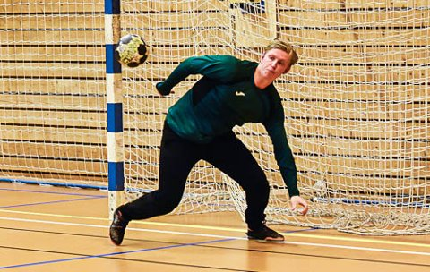 GOD.  Nykomlingen Andreas B. Myhr i DHK spilte lenge en god kamp mot HC Midtjylland torsdag. Tirsdag kan han få sjansen mot Glassverket i NM.