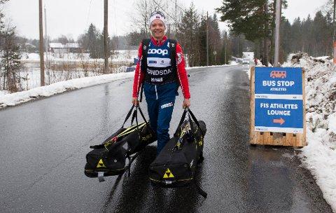 INNTAR KONNERUD: Eirik Brandsdal på vei inn på Konnerud skistadion tirsdag ettermiddag.