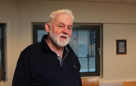 KONTOLL: Jan Helge Dale fortel dei to nye smittetilfella i Kinn er personar som allereie sit i karantene.