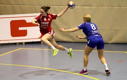 GODE: FBK var gode mot Oppsal og leverte en av sesongens beste kamper. Her kommer Katharina Steinsvik Olsen til et skudd fra kanten.