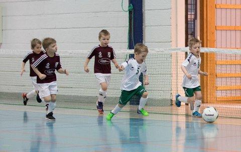 Gir alt: Det var full fart og ikke noe å si på innsatsen til de små fotballspillerne under helgens BIG cup i Gaustadhallen.