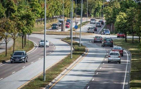 Østfold har få dødsfall på veiene. Hittil i år er én drept i en ulykke her i fylket. Her fra Rolvsøyveien.