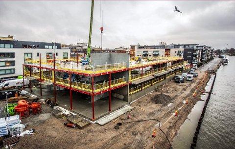 Bygger som aldri før: Tordenskiold Brygge reiser seg, og på dette bilet fra desember ser vi konturene av de to nye boligblokkene. Nå i  januar starter tømmerarbeidet.