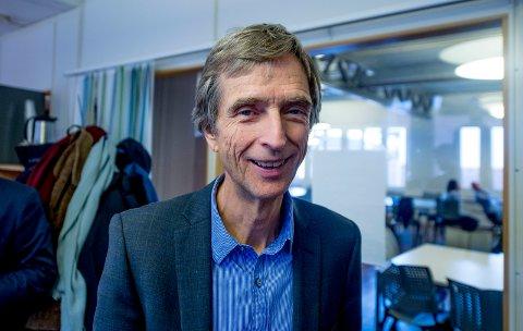 Trekker seg: Hans A. Blom går av som rektor på Høgskolen i Østfold. Han har jobbet på høgskolen siden 1994.