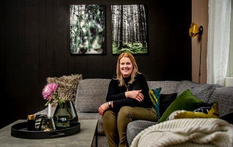 Elin Bjerke har hatt dilla på interiør og innredning siden hun var liten, og har tatt interessen et steg lenger enn de fleste. Hver uke deler hun bilder av hjemmet sitt til mange tusen følgere, og det er ikke sjeldent de får se en nymalt vegg eller en kreativ løsning.