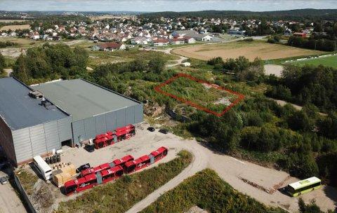 Planet Padel ønsker å etablere et utendørs padeltilbud på gamle Torp Bruk. Her er det tegnet inn (med rødt) en mulig plassering.