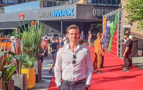 Nå har Jens A. Myren fra Råde jobbet en måned for Odeon kino, og tiden på Fredrikstad kino er over. Fra arbeidsplassen i Oslo skal han hjelpe hele kjeden med markedsføring.