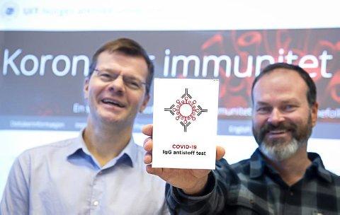 HJEMMETEST: Professor Torkjel Sandanger (t.v.) og førsteamanuensis Erik Eik Anda håper at de 30 000 som får tilbud om å være med i forskningsstudien, takker ja og sender inn blodprøven.